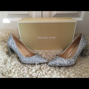 [New with box] Michael Kors Silver Pumps Size 6.5